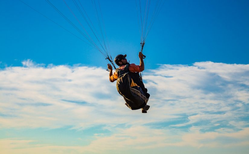 The Core Differences Between Hang Gliding and Paragliding | PTL Web